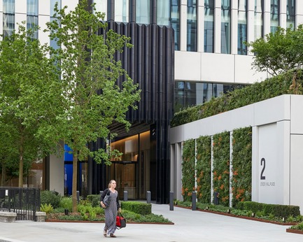 Dossier de presse | 2317-04 - Communiqué de presse | London Wall Place:Building on history - Make Architects - Commercial Architecture - There are 780m2 of green walls across the site - Crédit photo : Make Architects