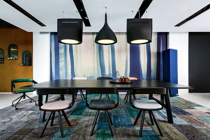 Dossier de presse | 1878-01 - Communiqué de presse | Discover the CoWork Lounge by INFORM Contract and BuzziSpace at IDS Vancouver, Sept 20 to 23 - Inform Contract - Event + Exhibition - Acoustic Lighting: BuzziBell<br>Furniture: BuzziPicNic, BuzziFloat, BuzziMirage<br>Acoustic Essentials: BuzziTotem<br> - Crédit photo : Chris Bradley