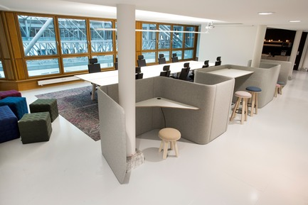 Dossier de presse | 1878-01 - Communiqué de presse | Discover the CoWork Lounge by INFORM Contract and BuzziSpace at IDS Vancouver, Sept 20 to 23 - Inform Contract - Event + Exhibition -  Develop your own little village in the office. A flexible and modular freestanding system that can easily be rearranged to the needs of the office space. It's possible to have both public and private space, and even informal meeting rooms. Collaborate together or work independently, all within the easily, movable urban workspace.<br><br>Acoustic Essentials: BuzziCube, BuzziVille<br>Furniture: BuzziMilk Stool<br><br>Volkswagen Financial IT, Berlin, Germany<br> - Crédit photo : Andrea Janssen