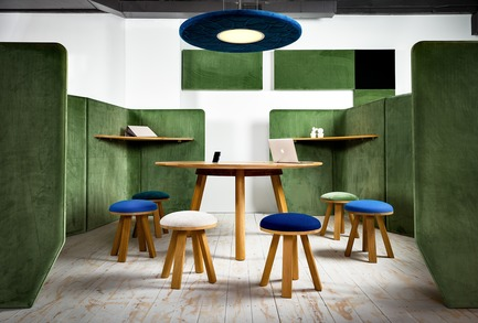 Dossier de presse | 1878-01 - Communiqué de presse | Discover the CoWork Lounge by INFORM Contract and BuzziSpace at IDS Vancouver, Sept 20 to 23 - Inform Contract - Event + Exhibition -  Develop your own little village in the office. A flexible and modular freestanding system that can easily be rearranged to the needs of the office space. It's possible to have both public and private space, and even informal meeting rooms. Collaborate together or work independently, all within the easily, movable urban workspace.<br><br>Acoustic Lighting: BuzziMoon<br>Furniture: BuzziPicNic Round, BuzziMilk Stools<br>Acoustic Essentials: BuzziBlox, BuzziVille  - Crédit photo : Chris Bradley