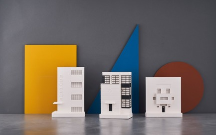 Dossier de presse | 2253-07 - Communiqué de presse | A Small World Filled With Big Ideas - Chisel & Mouse - Product - Bauhaus Building Collection by Chisel & Mouse - Crédit photo : Chisel & Mouse