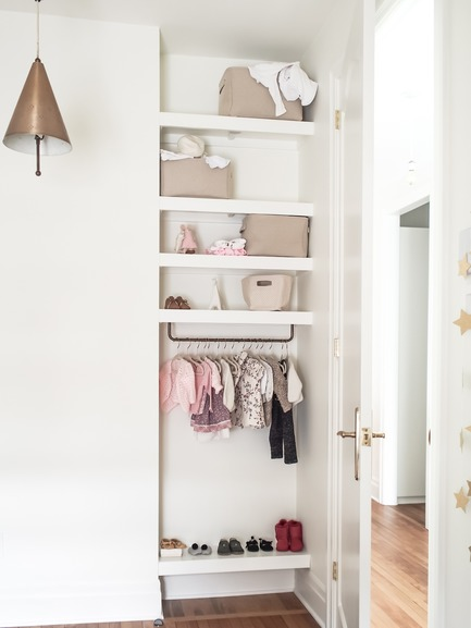 Press kit | 2370-01 - Press release | Hutchison Flat - Atelier SUWA - Residential Architecture - Children closet - Photo credit: Élène Levasseur