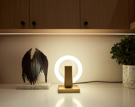 Press kit | 3412-02 - Press release | Karice, Award Winning Designer Unveils its Latest Luminaire - Olah Table Lamp - Karice Enterprises Ltd. - Product - Olah Table Lamp - On the counter - Photo credit: Jordan N. Dery