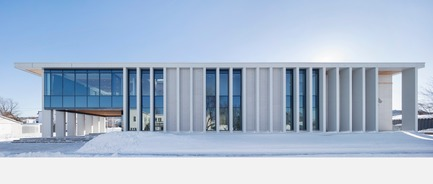 Press kit | 1172-07 - Press release | Hôtel de ville de Rigaud - Affleck de la Riva architectes - Architecture institutionnelle - Hôtel de ville de Rigaud - élévation nord - Photo credit: Adrien Williams