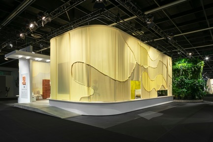 "Press kit | 2704-05 - Press release | ""Das Haus"" 2019 at the imm cologne: Living by moods creates an appetite for open-plan homes - imm cologne 2019, Koelnmesse GmbH - Residential Interior Design - With its elaborate outer skin and carefully chosen colours and structures, ""Living by Moods"" – the Das Haus installation for 2019 – embodies the graphic mindset of its designers from Studio Truly Truly: even from the outside, the camouflage-like pattern hints that visitors to the imm cologne can expect a visionary interior concept with a distinctly organic character. - Photo credit: Constantin Meyer; Koelnmesse"