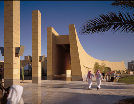 Press kit | 1020-01 - Press release | Prestigious new Award for Architecture endowed by Raymond Moriyama, Fraic - Royal         Architectural  Institute of Canada (RAIC) - Competition - Saudi Arabia National MuseumRAYMOND MORIYAMA - Photo credit: Raymond Moriyama