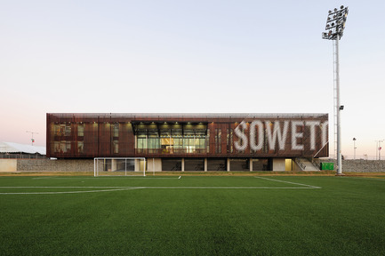 Press kit | 809-06 - Press release | 2012 AZ Awards winners - Azure Magazine - Competition - Commercial over 1,000 sq mNike Football Training Centre,Soweto by RUFproject