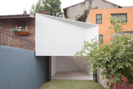 Press kit | 980-01 - Press release | Mini-Studio - FRENTE arquitectura - Residential Architecture - Photo credit: Onnis Luque