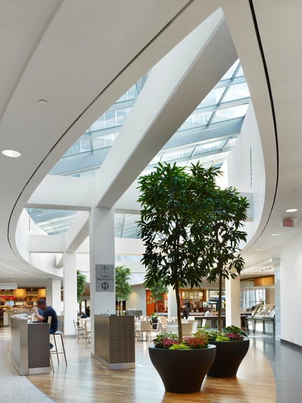 Press kit | 787-05 - Press release | Centennial Place - WZMH Architects - Commercial Architecture - Photo credit: Tom Arban