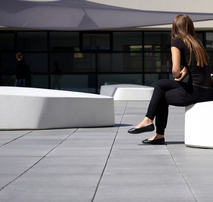 Press kit | 909-01 - Press release | FLOE Public seating - Sofia designers - Product - Photo credit: © Corinne Cuendet, 2011