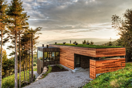 Press kit | 880-01 - Press release | Malbaie V «  Le Phare » - MU Architecture - Residential Architecture - Photo credit: Ulysse Lemerise Bouchard (YUL Photo)