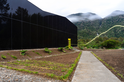 Press kit | 1006-01 - Press release | Glacial water botteling plant - Panorama - Industrial Architecture - Photo credit: Cristobal Valdes