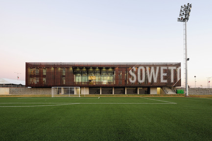 Press kit | 661-06 - Press release | Last chance for public to cast vote on World's best building announced at WAF 2011 - World Architecture Festival (WAF) - Competition - Football training centre, Soweto, South AfricaArchitect: RUF project - Photo credit: Wieland Gliech